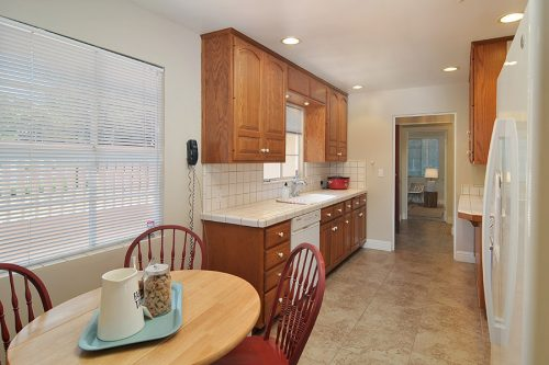Bright Kitchen - 5350 Arboretum Dr
