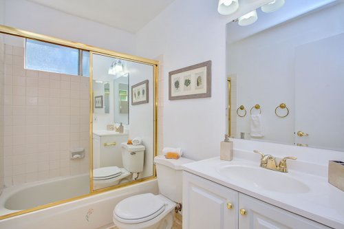 Hall Bathroom - 2258 Almaden Rd Unit B