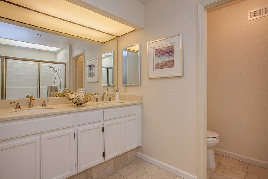 Master Bathroom - 926 La Mesa Terrace