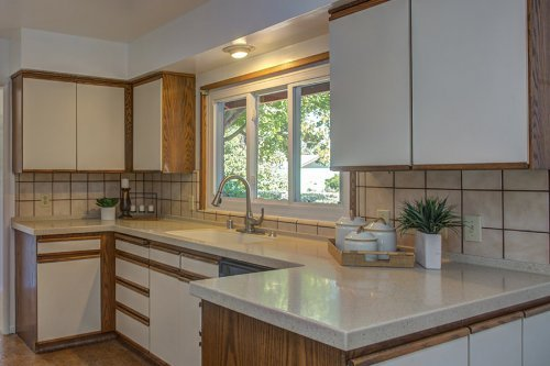 Kitchen - 1700 Dalehurst Ave