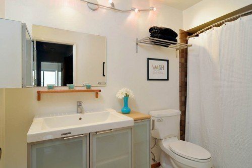 Hall Bath - 3705 Terstena Pl.