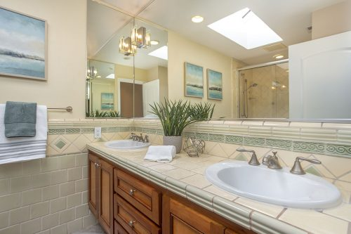 Full Bathroom - 360 Apricot Ln