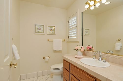 Ensuite Bath for BR 1 - 1235 Nightingale Ct