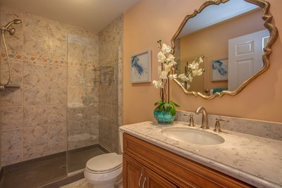 Full Bathroom - 1400 Montclaire Place