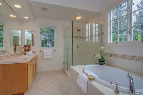 Master Bathroom - 10465 Madrone Ct