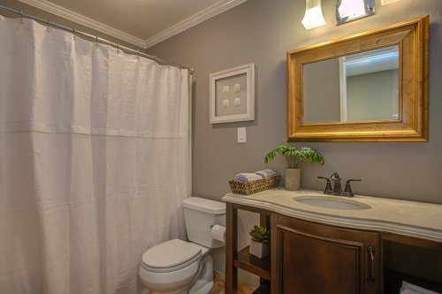 Full Bathroom - 1120 Kensington Ave