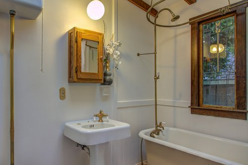 Full Bathroom - 472 S Shoreline Blvd