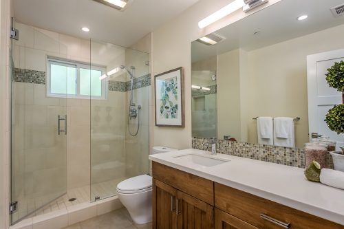 Hall Bathroom - 1470 Montclaire
