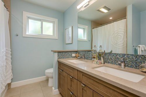 Hall Bathroom 2 - 1470 Montclaire