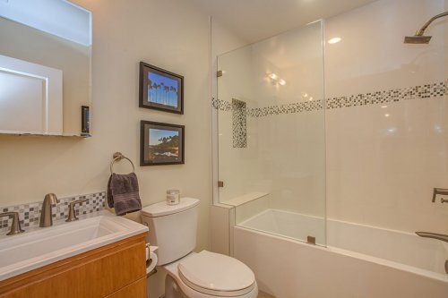 Full Bathroom - 1731 Juarez Ave
