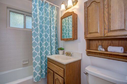 Full Bathroom -182 N El Monte Avez