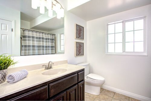 Full Bathroom - 941 Kennard Way