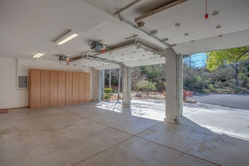 3 Car Garage - 10465 Madrone Ct